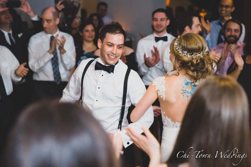 www.Chi-Town-Weddings.com  Bride and Groom dancing